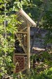 Casa speciale per gli insetti utili del giardino, costruita dei materiali naturali Crea i termini naturali per il mantenimento Fotografie Stock Libere da Diritti