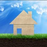 Casa su erba Fotografia Stock
