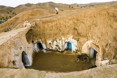 Casa subterrânea dos trogladites no deserto de Tunísia Fotos de Stock Royalty Free