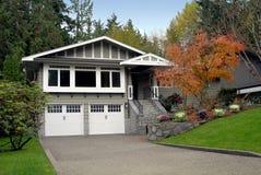 Casa suburbana fotografia de stock royalty free