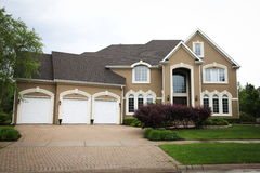 Casa suburbana Imagens de Stock Royalty Free