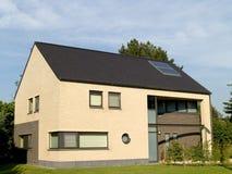 Casa suburbana. Imagens de Stock Royalty Free