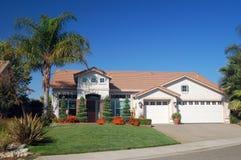 Casa suburbana Imagenes de archivo