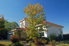 Casa suburbana Imágenes de archivo libres de regalías
