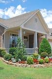 Casa suburbana con l'abbellimento Immagine Stock Libera da Diritti