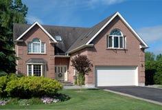Casa suburbana contemporânea Imagens de Stock