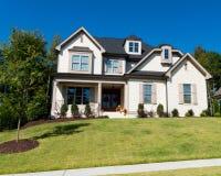 Casa suburbana de gama alta Imagem de Stock Royalty Free