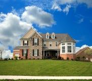 Casa suburbana del mattone e della pietra Fotografia Stock Libera da Diritti