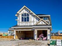 Casa suburbana della proprietà in costruzione Immagini Stock Libere da Diritti