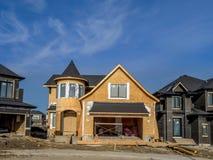Casa suburbana della proprietà in costruzione Immagine Stock