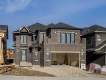 Casa suburbana della proprietà in costruzione Immagini Stock