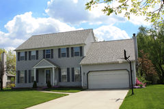 Casa suburbana destacada Fotografia de Stock