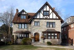 Casa suburbana di stile di tudor Fotografia Stock