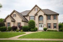 Casa suburbana do tijolo Fotografia de Stock