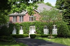 Casa suburbana do tijolo Imagem de Stock Royalty Free
