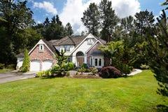 Casa suburbana in estate Fotografia Stock