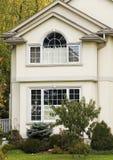 Casa suburbana fine Fotografia Stock Libera da Diritti