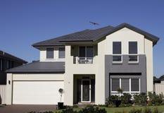 Casa suburbana moderna fotografia de stock