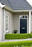 Casa suburbana moderna imagen de archivo libre de regalías