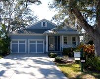 Casa suburbana moderna da vendere Immagini Stock