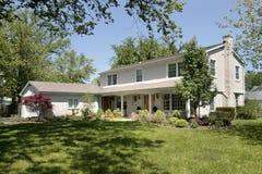 Casa suburbana in primavera Immagini Stock Libere da Diritti