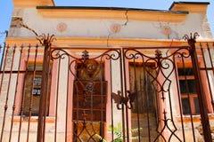 Casa sudoccidentale di stile con una crepa Fotografia Stock
