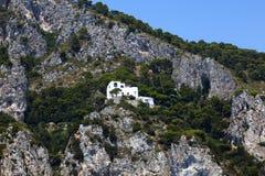 Casa sulle scogliere di Capri fotografia stock