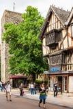 Casa suportada velha com o St Michael na porta norte Oxford, En Imagem de Stock Royalty Free