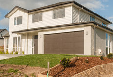 Casa típica de la construcción moderna en Nueva Zelanda, Auckland Imagen de archivo libre de regalías