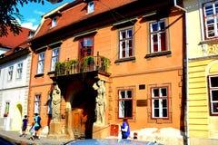 Casa típica en Sibiu, capital europea de la cultura por el año 2007 Foto de archivo libre de regalías