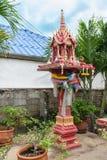 Casa tailandesa del alcohol de Tradional en el backyrd del hogar imagen de archivo libre de regalías