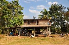 Casa tailandese dell'agricoltore in campagna Fotografia Stock