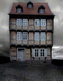 Casa tedesca storica su una sera tenebrosa Fotografia Stock