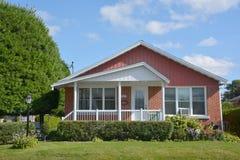 Casa tipica del bungalow 70s Fotografia Stock Libera da Diritti