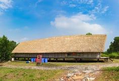 Casa tipica della gente del nong del ` di m. in alta terra centrale del Vietnam Immagine Stock Libera da Diritti