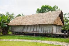 Casa tipica della gente di rai del ` di J in alta terra centrale del Vietnam Fotografia Stock