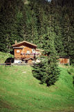 Casa tipica delle dolomia - montagne italiane - Europa Fotografia Stock Libera da Diritti