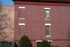Casa tipica di colore rosso a New York Fotografia Stock Libera da Diritti