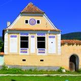 Casa tipica nel villaggio Crit, nell'area della chiesa medievale fortificata nel villaggio Ungra, la Transilvania Immagine Stock