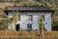 Casa tradicional branca do Nepali com jardim e Imagem de Stock Royalty Free