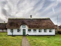 Casa tradicional con el tejado cubierto con paja en Sonderho en Fano, Dinamarca Fotos de archivo libres de regalías