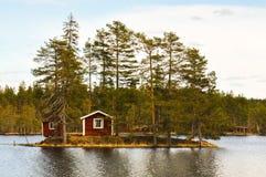 Casa tradicional da madeira em uma ilha Fotos de Stock Royalty Free