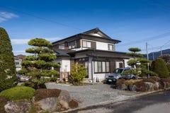 Casa tradicional de madera del estilo japonés imagen de archivo libre de regalías