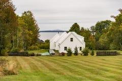 Casa tradicional de Nueva Inglaterra en la caída Fotografía de archivo