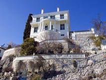 Casa tradicional de piedra en la ciudad Grecia de Kastoria Imagen de archivo