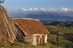 Casa tradicional de uma aldeia da montanha Romênia Fotografia de Stock