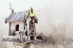 Casa tradicional del alcohol en Tailandia Casa del spir del guarda Imagenes de archivo