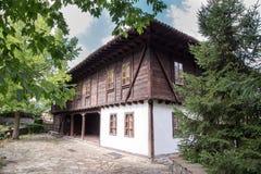 Casa tradicional en la ciudad vieja Elena, Bulgaria Fotos de archivo
