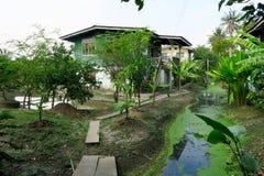 Casa tradicional en la selva, KOH Kret Fotografía de archivo