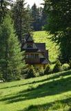 Casa tradicional en las montañas de Zakopane Tatra Imagenes de archivo
